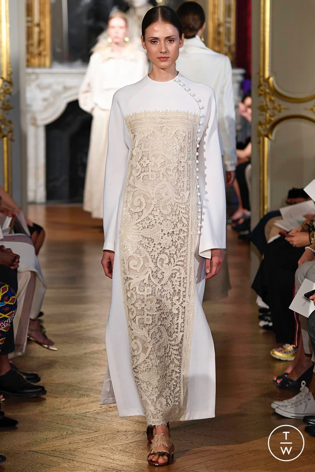 Fashion Week Paris Fall/Winter 2019 look 1 from the Christophe Josse collection couture