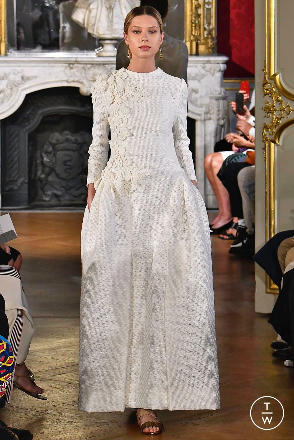 Fashion Week Paris Fall/Winter 2019 look 7 from the Christophe Josse collection couture