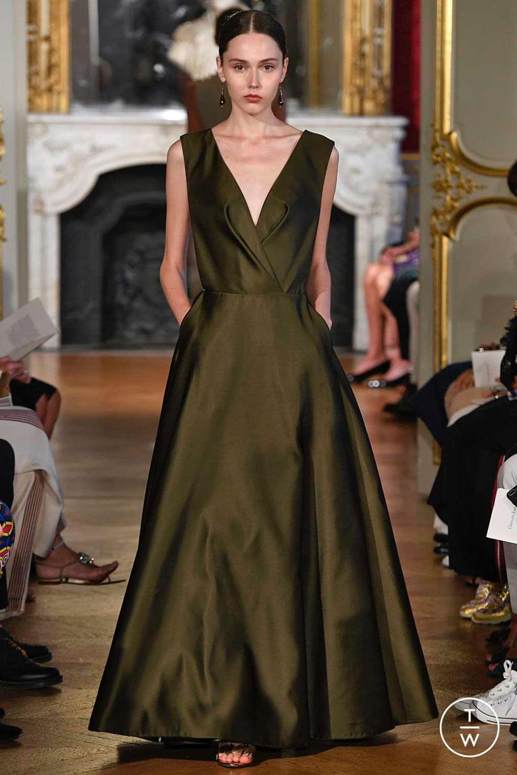 Fashion Week Paris Fall/Winter 2019 look 14 from the Christophe Josse collection couture