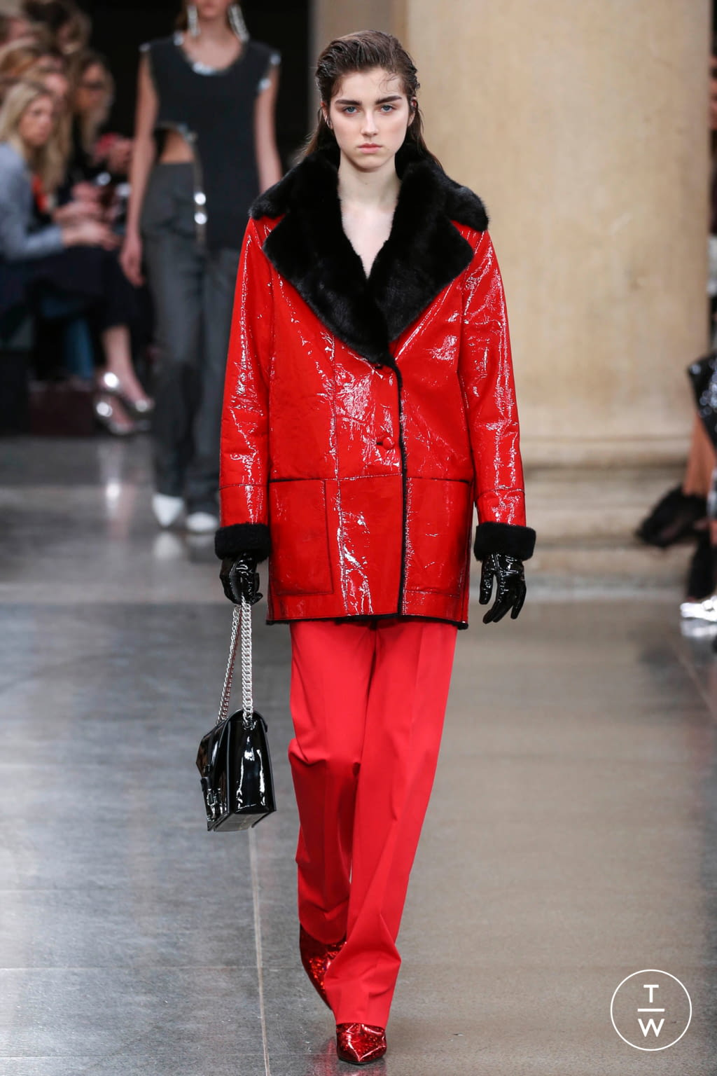 Fashion Week London Fall/Winter 2017 look 35 from the Christopher Kane collection womenswear