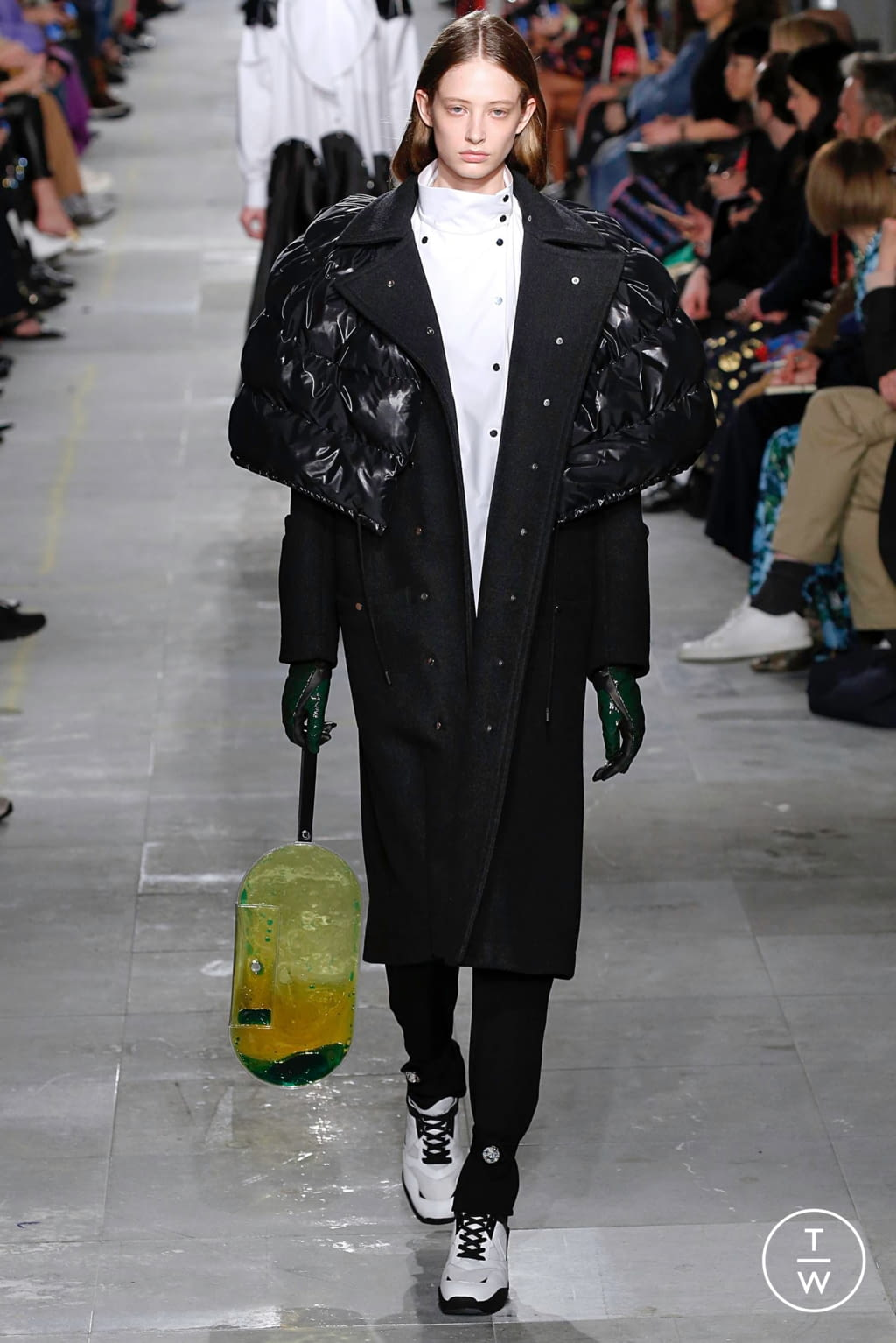 Fashion Week London Fall/Winter 2019 look 30 from the Christopher Kane collection 女装