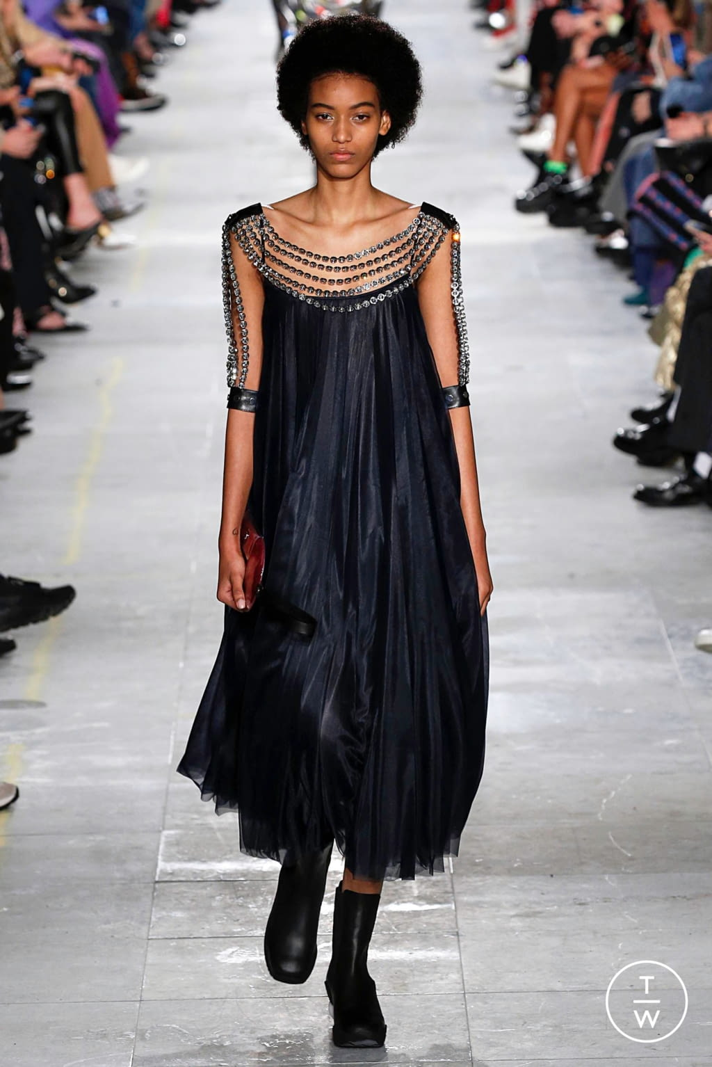 Fashion Week London Fall/Winter 2019 look 43 from the Christopher Kane collection womenswear