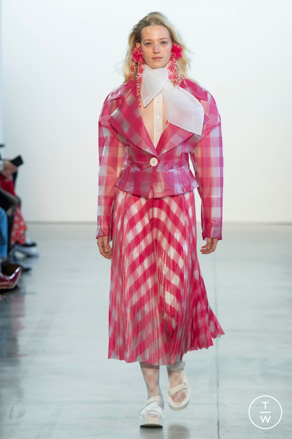 Fashion Week New York Fall/Winter 2020 look 7 from the Claudia Li collection 女装