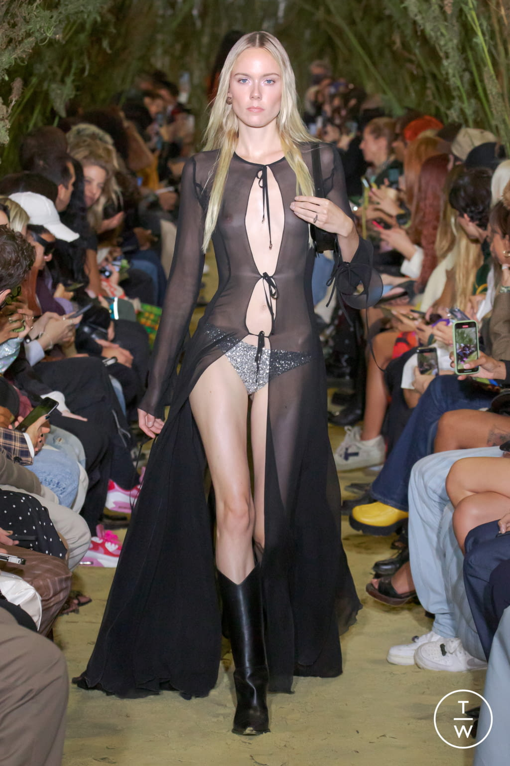Fashion Week Paris Spring/Summer 2022 look 25 from the Coperni collection womenswear