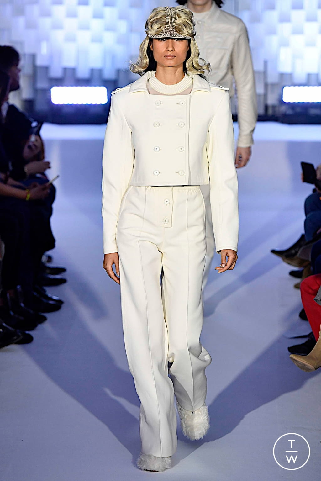 Fashion Week Paris Fall/Winter 2019 look 4 from the Courrèges collection womenswear
