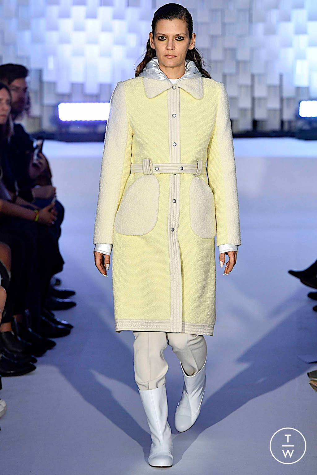 Fashion Week Paris Fall/Winter 2019 look 5 from the Courrèges collection womenswear