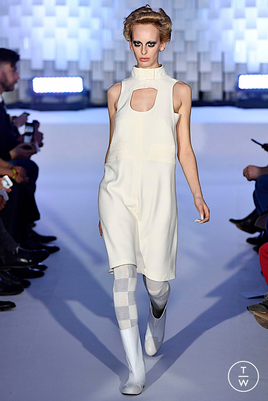 Fashion Week Paris Fall/Winter 2019 look 9 from the Courrèges collection womenswear