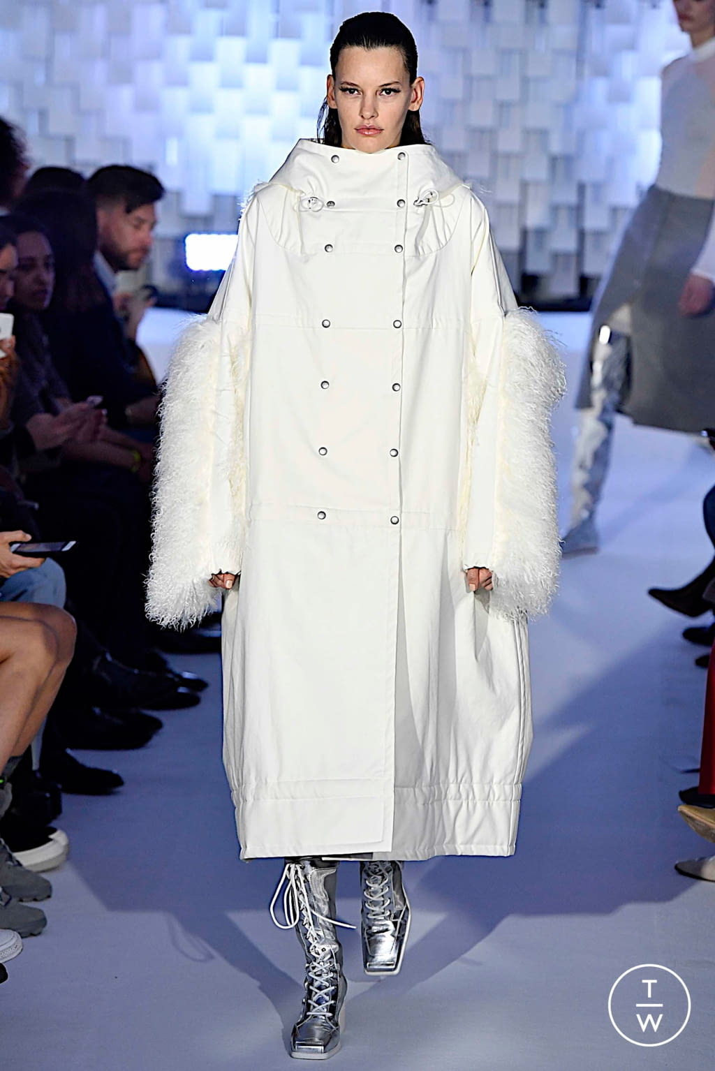 Fashion Week Paris Fall/Winter 2019 look 12 from the Courrèges collection womenswear