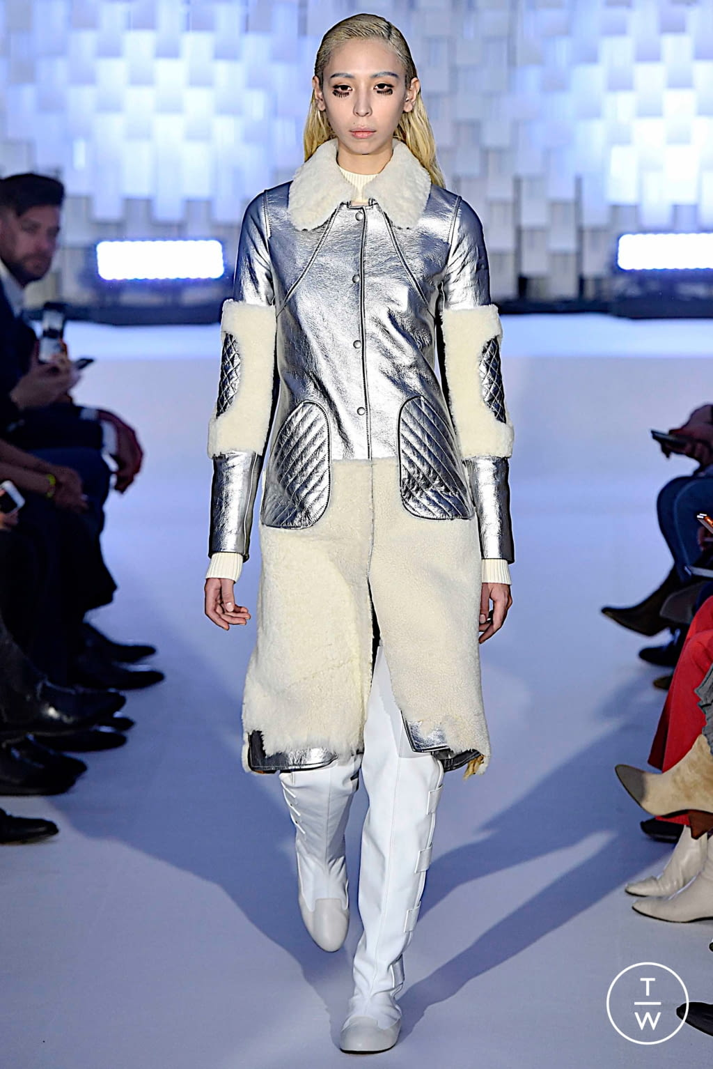 Fashion Week Paris Fall/Winter 2019 look 14 from the Courrèges collection womenswear