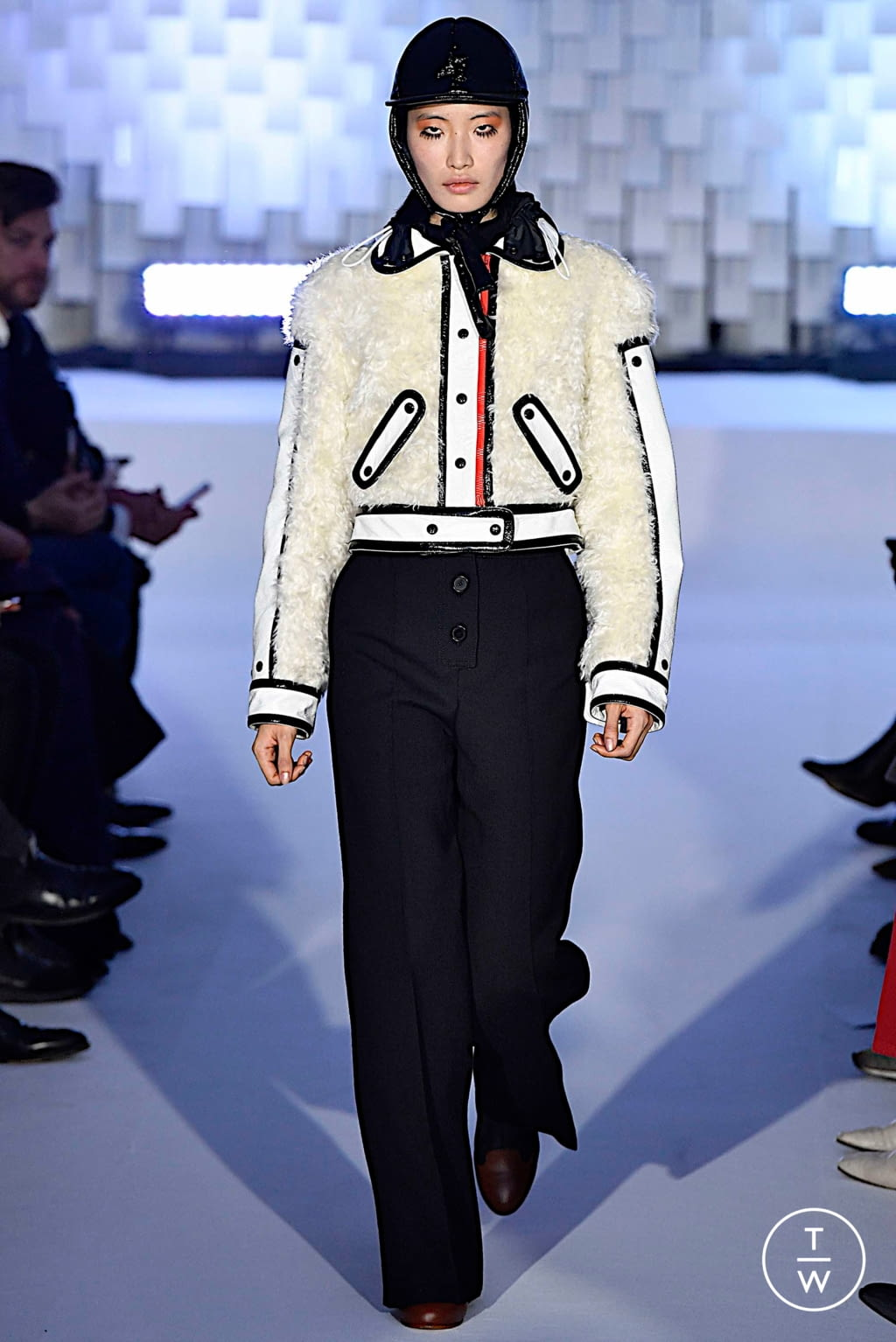 Fashion Week Paris Fall/Winter 2019 look 25 from the Courrèges collection womenswear
