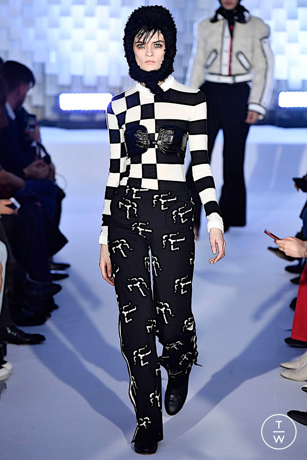 Fashion Week Paris Fall/Winter 2019 look 26 from the Courrèges collection womenswear