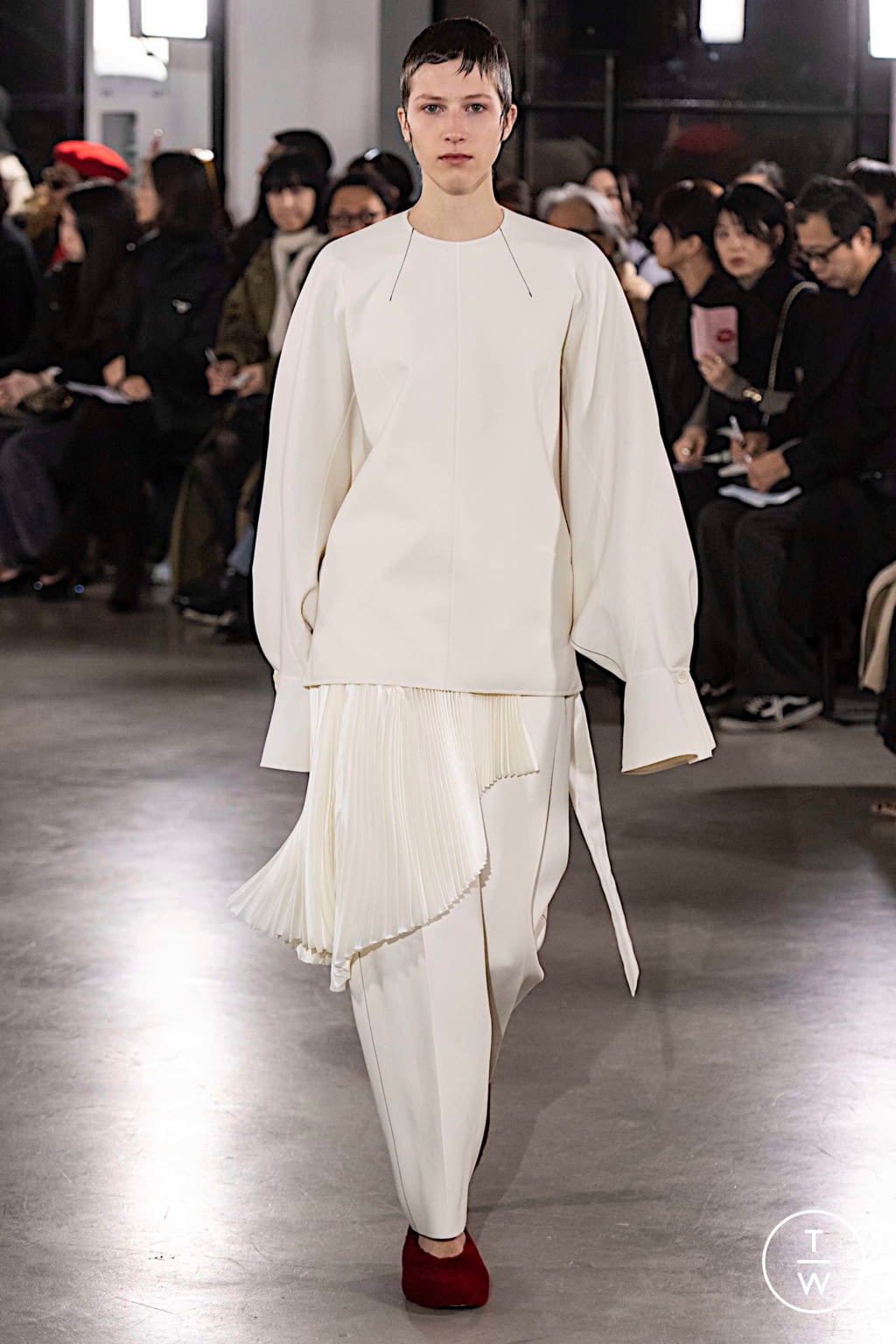 Fashion Week Paris Fall/Winter 2019 look 1 from the Cyclas collection womenswear
