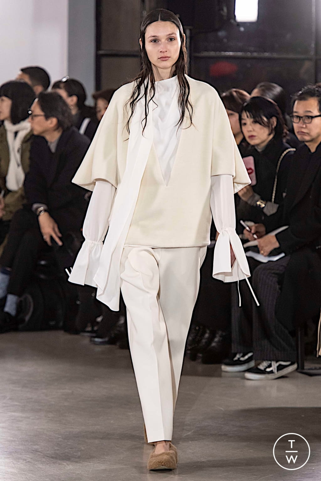 Fashion Week Paris Fall/Winter 2019 look 2 from the Cyclas collection womenswear