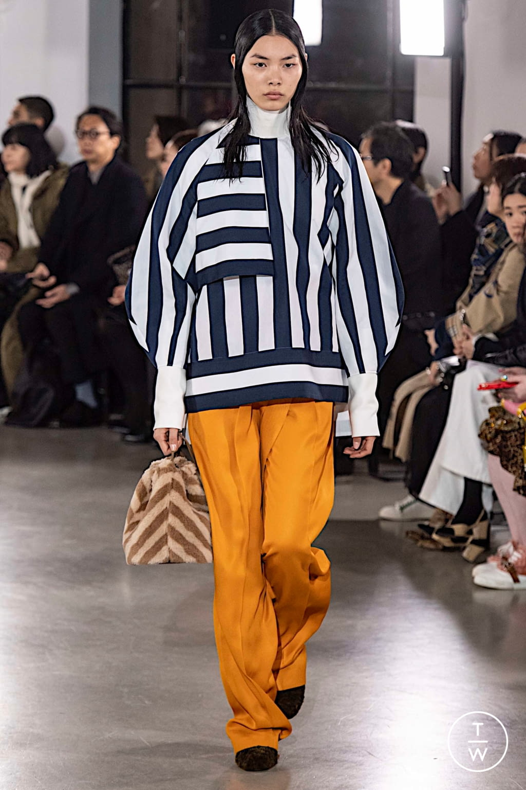 Fashion Week Paris Fall/Winter 2019 look 7 from the Cyclas collection womenswear