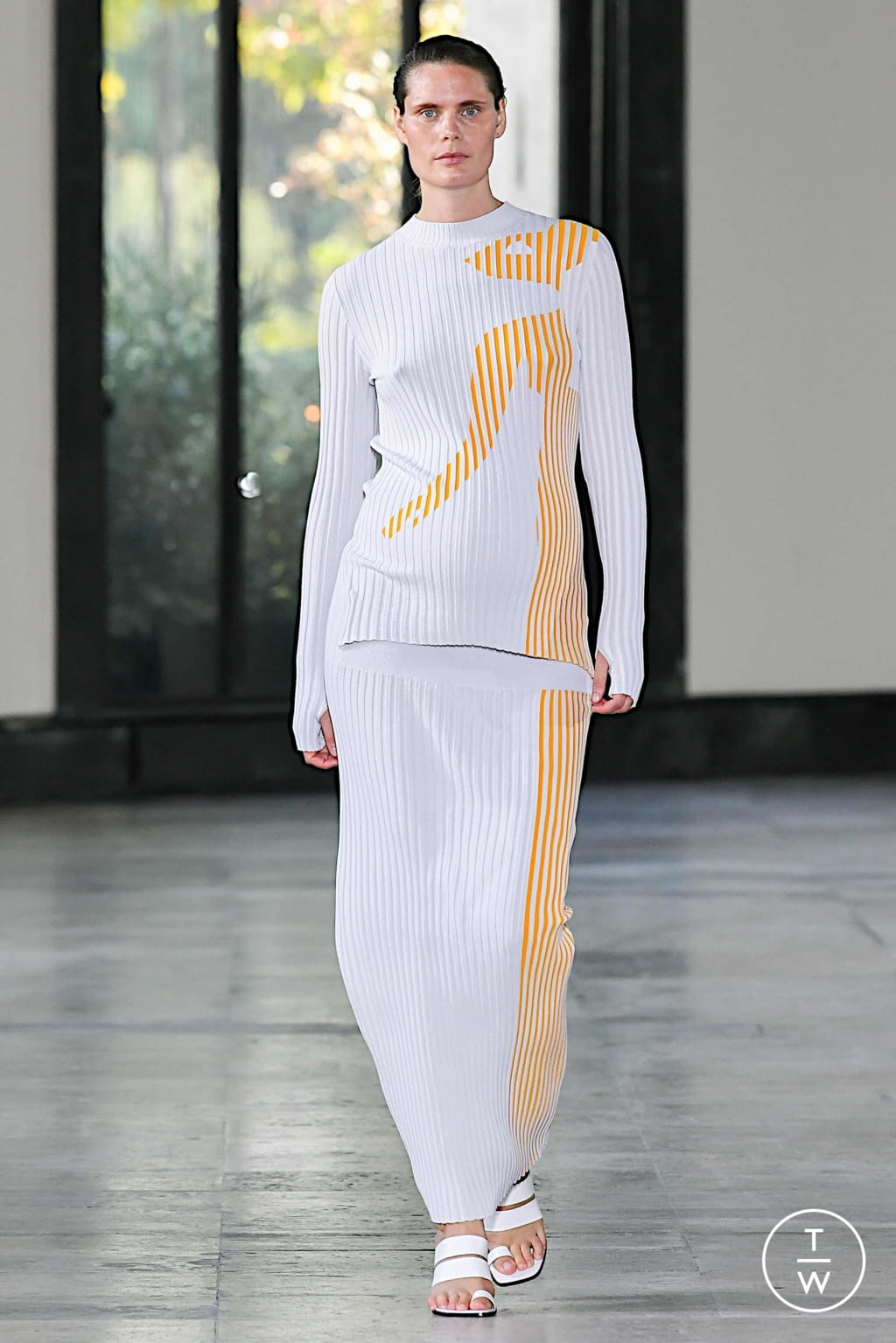 Fashion Week Paris Spring/Summer 2020 look 1 from the Dawei collection womenswear