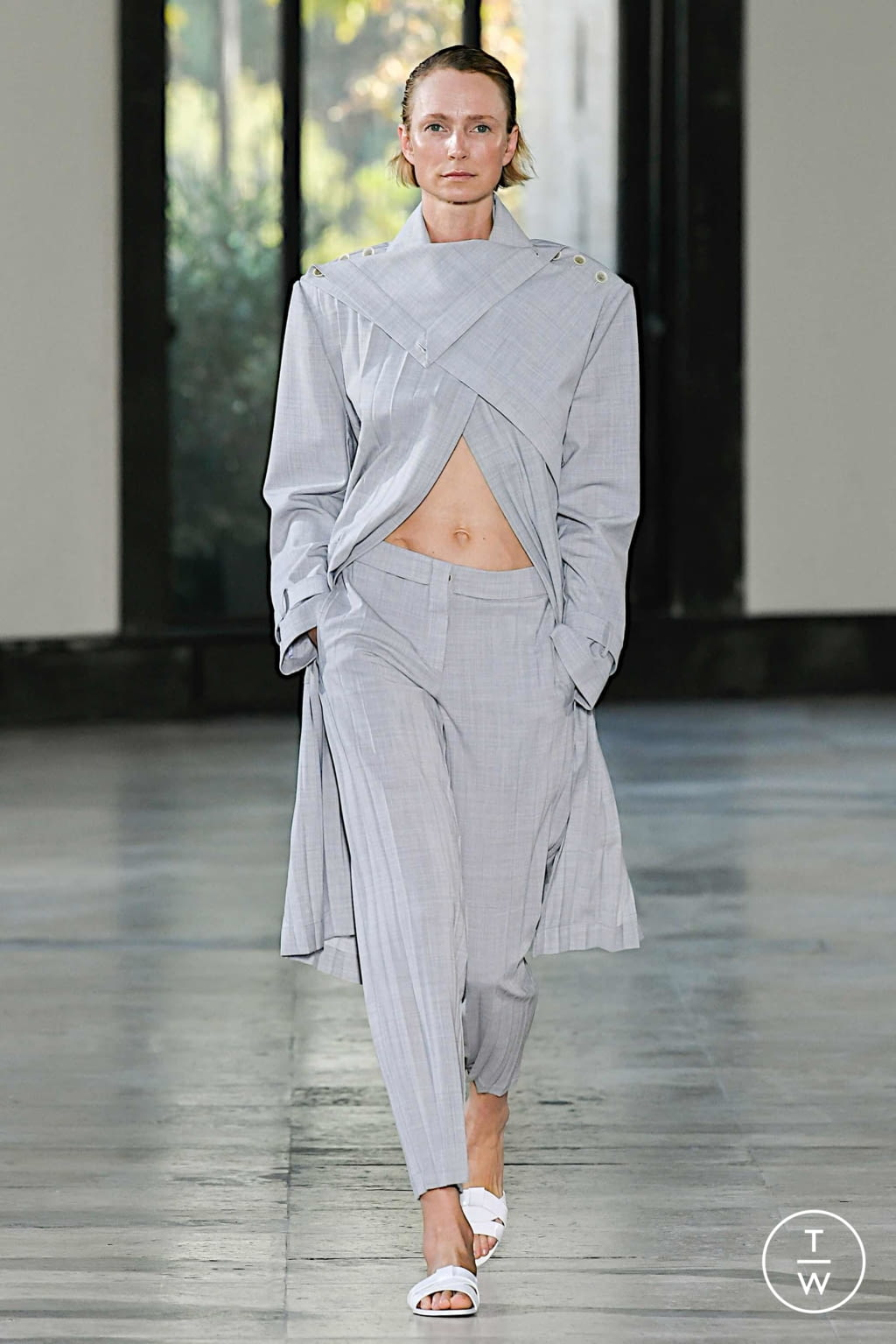 Fashion Week Paris Spring/Summer 2020 look 16 from the Dawei collection 女装