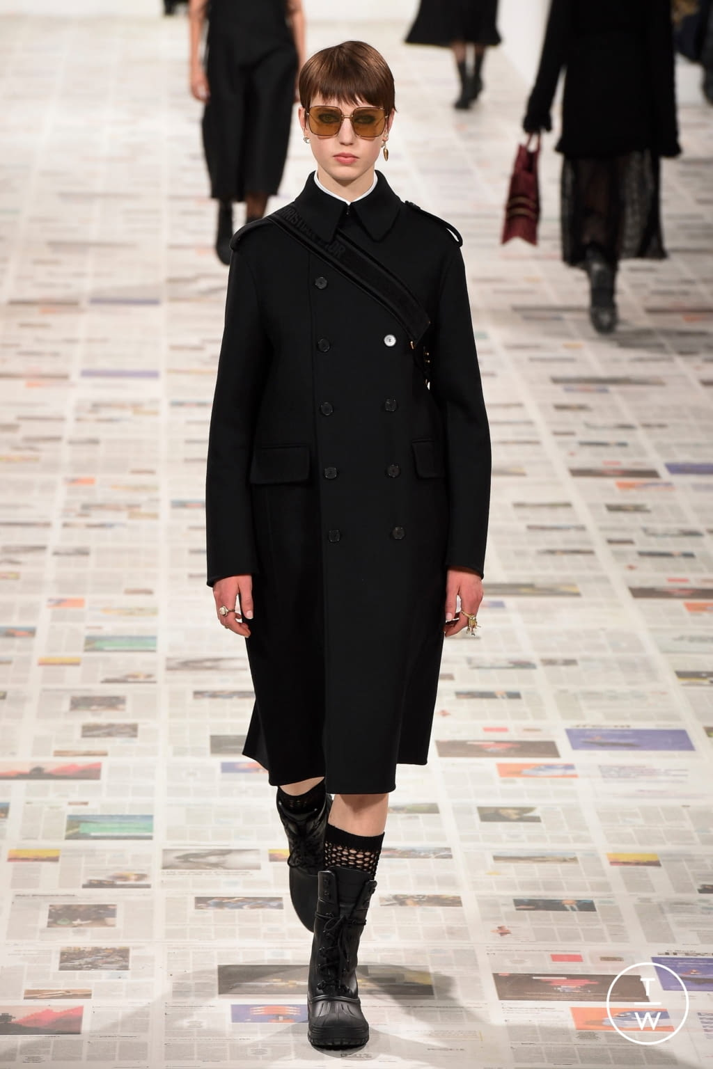 Fashion Week Paris Fall/Winter 2020 look 15 from the Christian Dior collection 女装