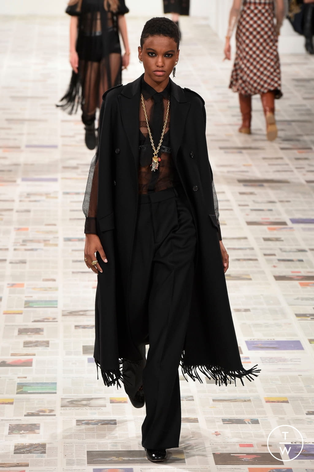 Fashion Week Paris Fall/Winter 2020 look 17 from the Christian Dior collection womenswear