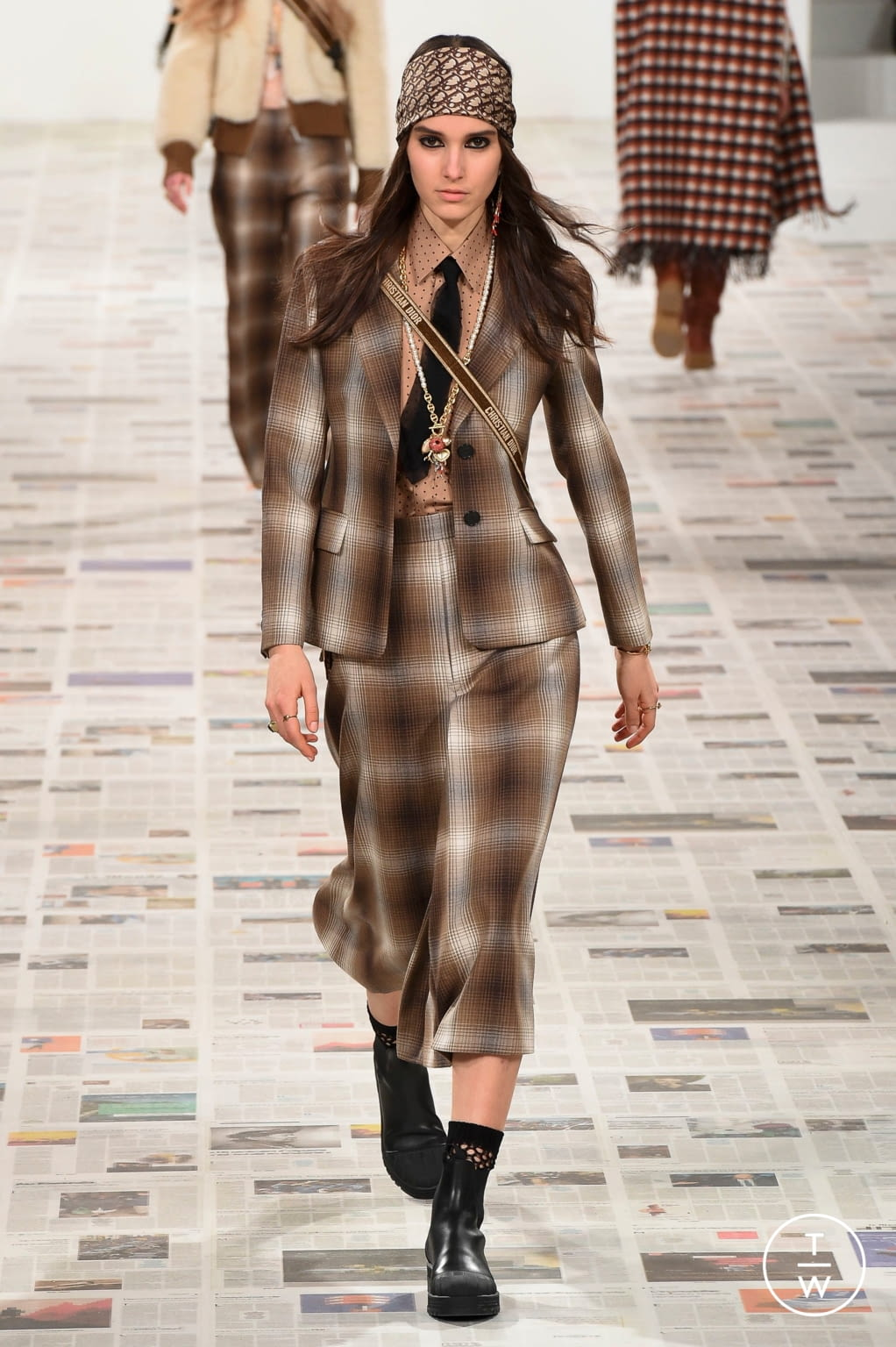 Fashion Week Paris Fall/Winter 2020 look 19 from the Christian Dior collection womenswear