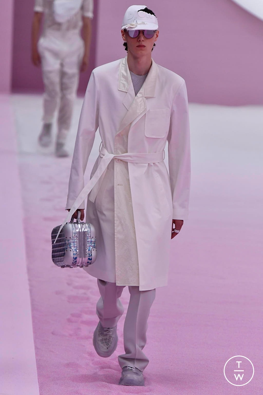 Fashion Week Paris Spring/Summer 2020 look 12 from the Dior Homme collection 男装