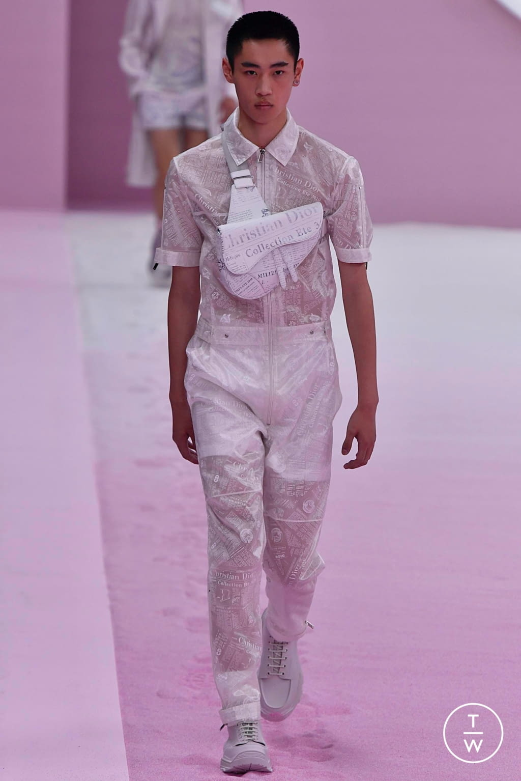 Fashion Week Paris Spring/Summer 2020 look 13 from the Dior Homme collection 男装