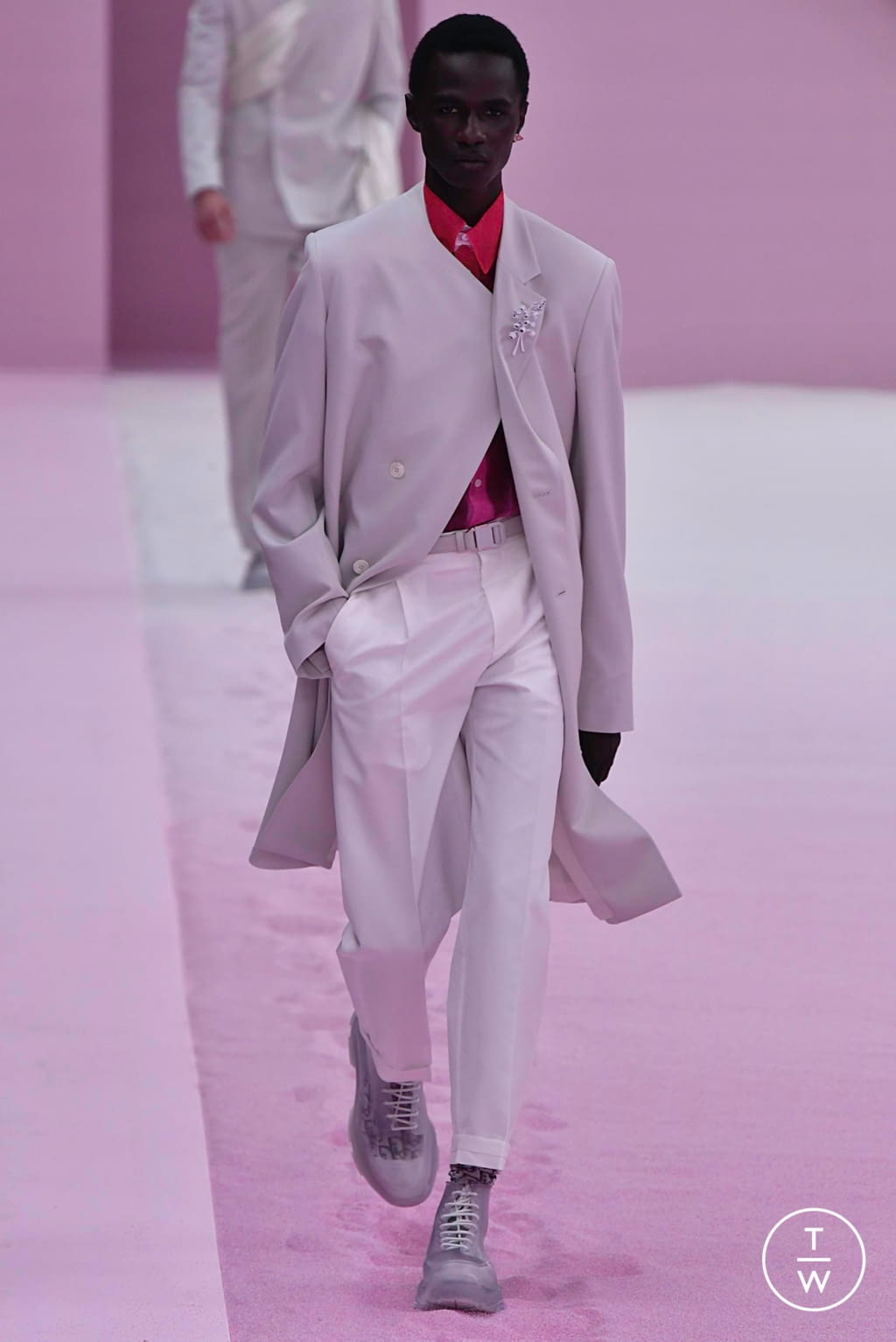Fashion Week Paris Spring/Summer 2020 look 21 from the Dior Homme collection 男装