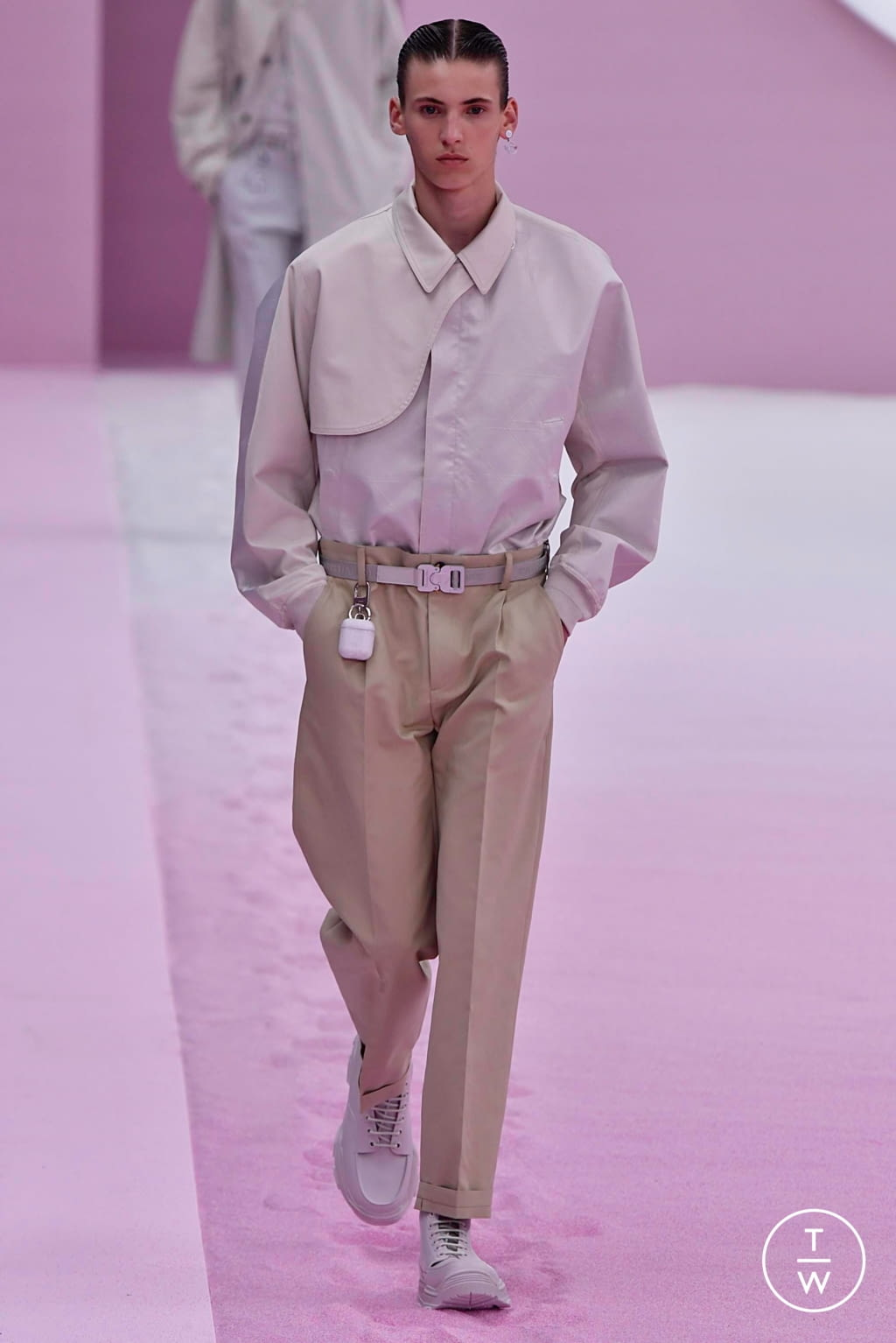 Fashion Week Paris Spring/Summer 2020 look 30 from the Dior Homme collection menswear
