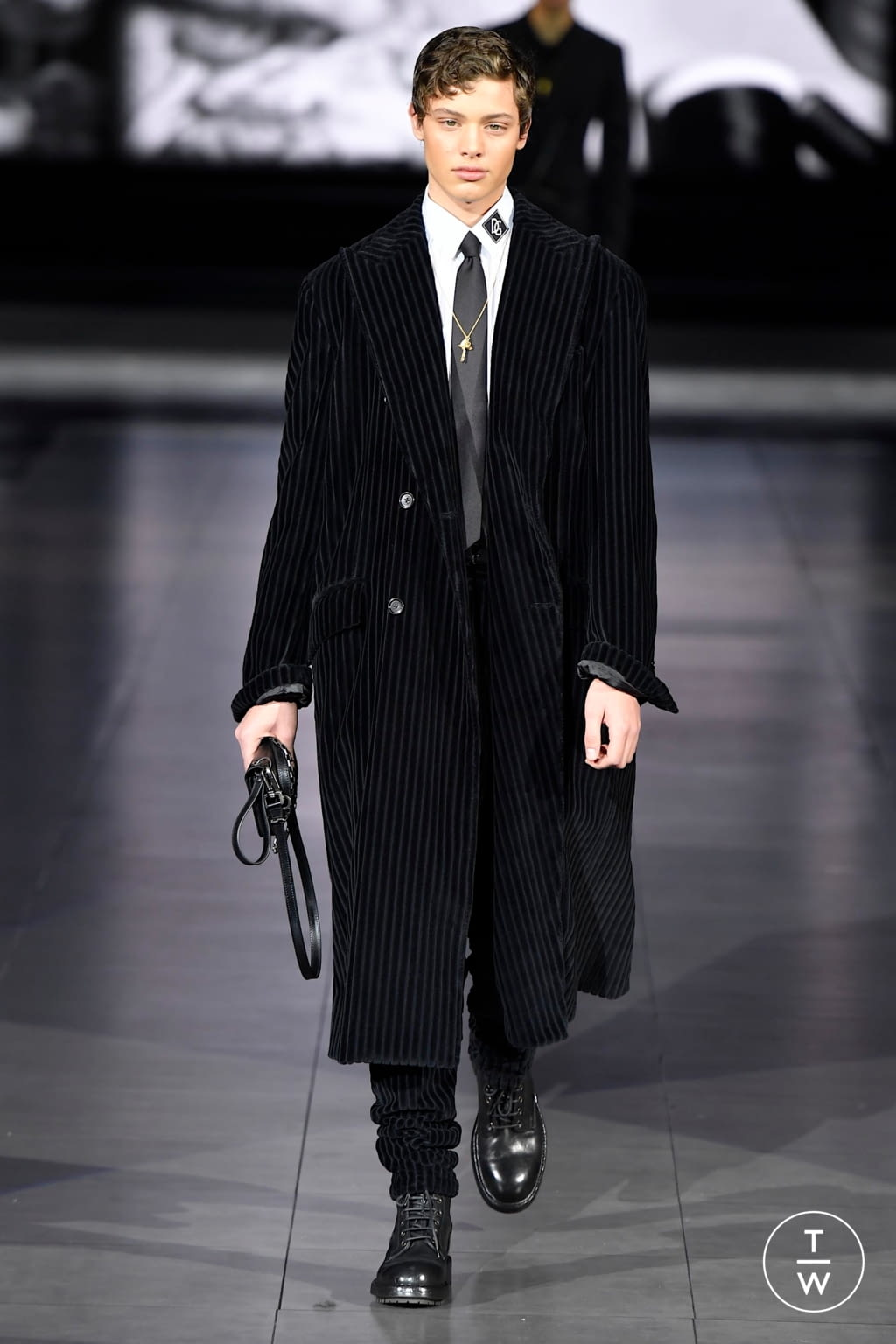Fashion Week Milan Fall/Winter 2020 look 96 from the Dolce & Gabbana collection menswear