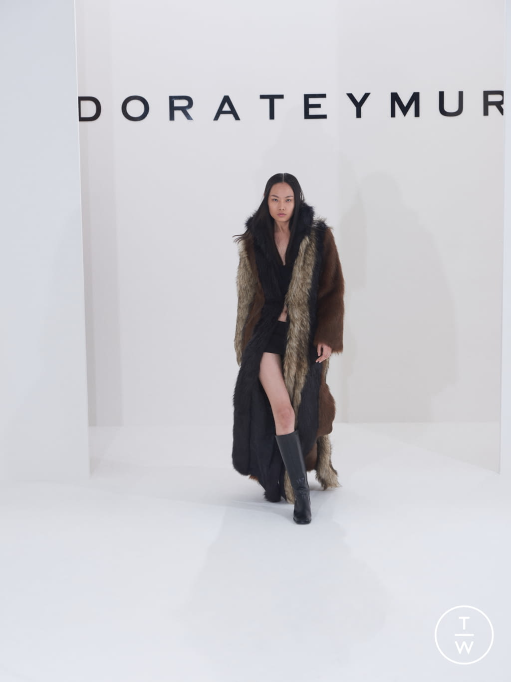 Fashion Week London Fall/Winter 2019 look 13 from the Dorateymur collection 女装配饰