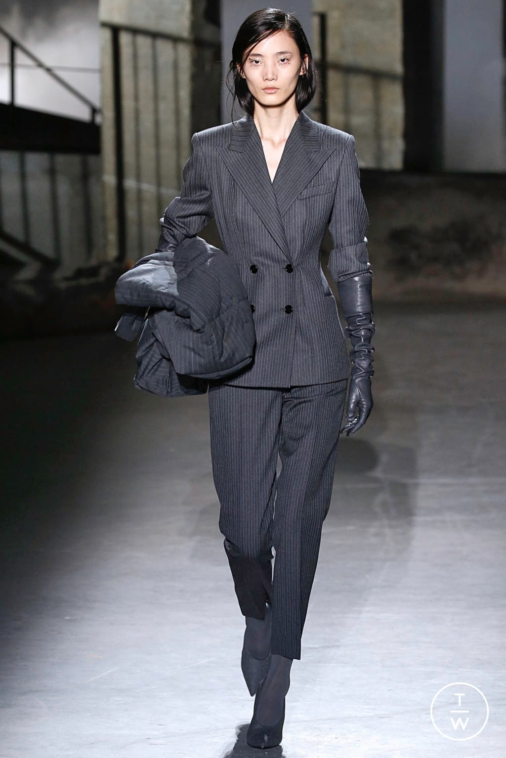 Fashion Week Paris Fall/Winter 2019 look 3 from the Dries Van Noten collection womenswear