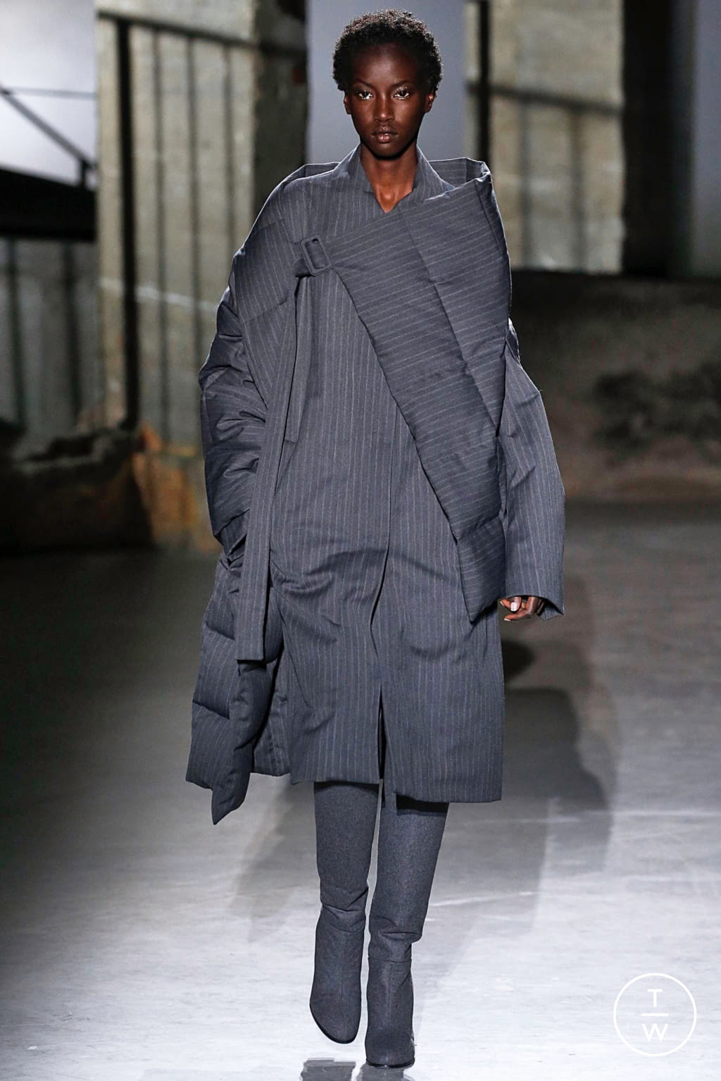 Fashion Week Paris Fall/Winter 2019 look 4 from the Dries Van Noten collection 女装