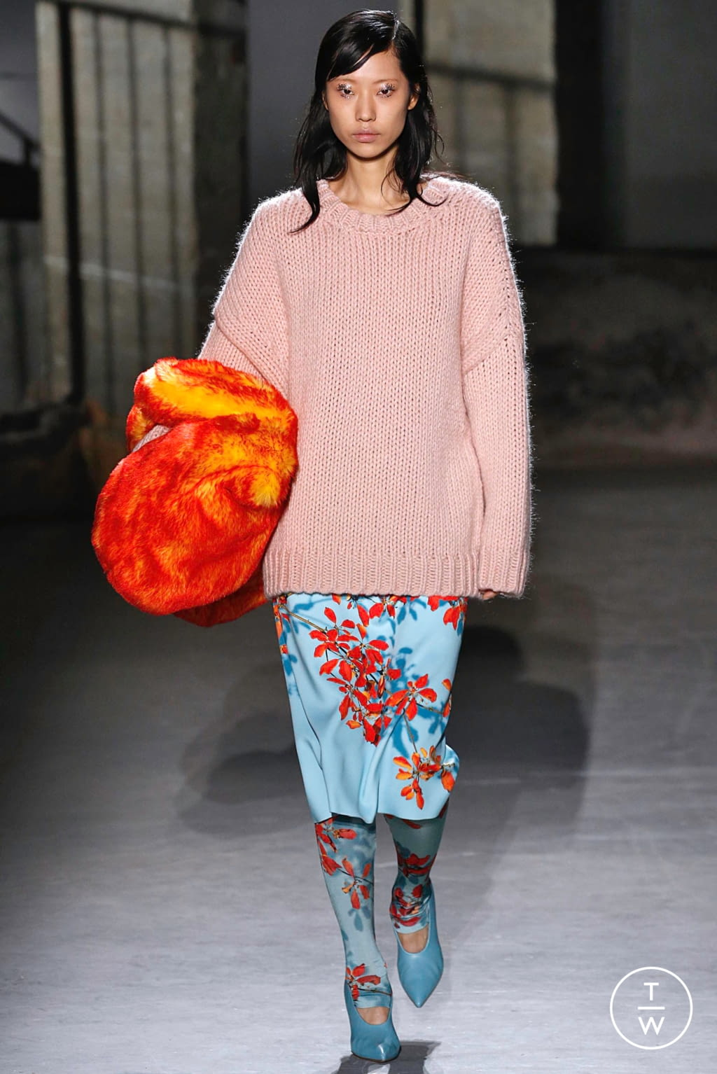 Fashion Week Paris Fall/Winter 2019 look 21 from the Dries Van Noten collection womenswear