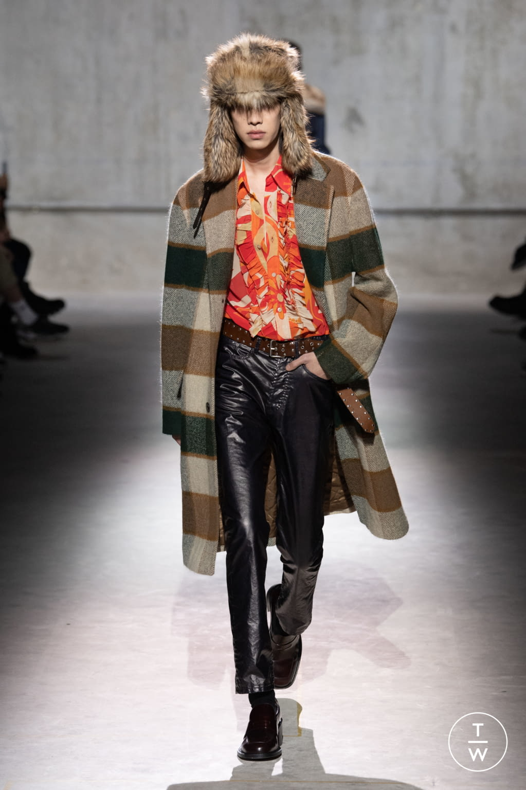 Fashion Week Paris Fall/Winter 2020 look 2 from the Dries Van Noten collection menswear