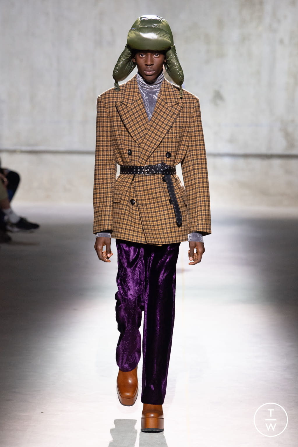 Fashion Week Paris Fall/Winter 2020 look 6 from the Dries Van Noten collection menswear