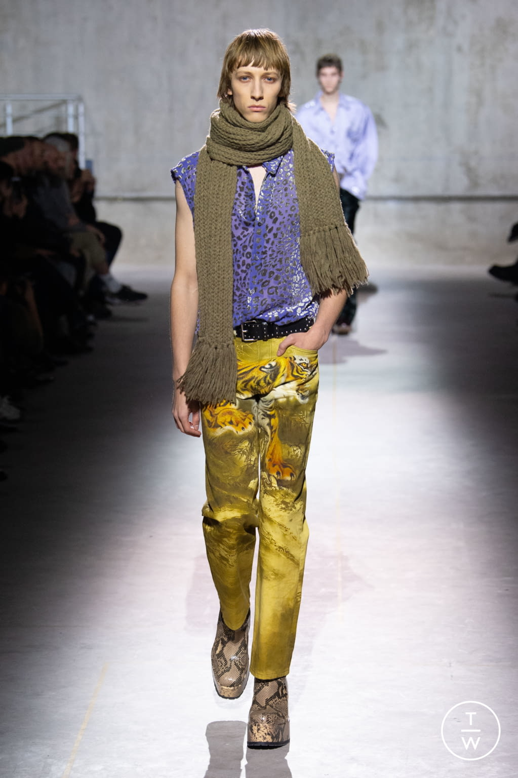 Fashion Week Paris Fall/Winter 2020 look 7 from the Dries Van Noten collection menswear