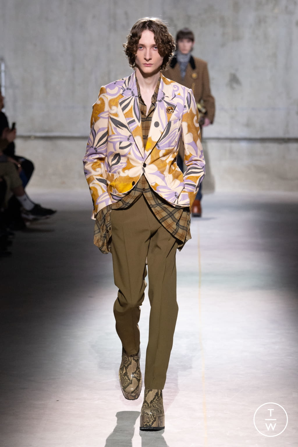 Fashion Week Paris Fall/Winter 2020 look 9 from the Dries Van Noten collection menswear