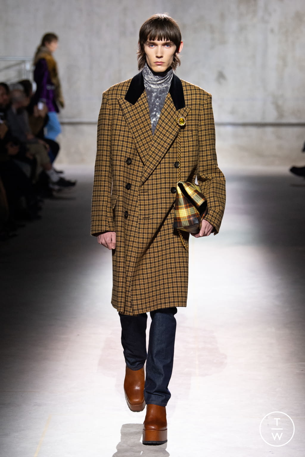 Fashion Week Paris Fall/Winter 2020 look 10 from the Dries Van Noten collection menswear