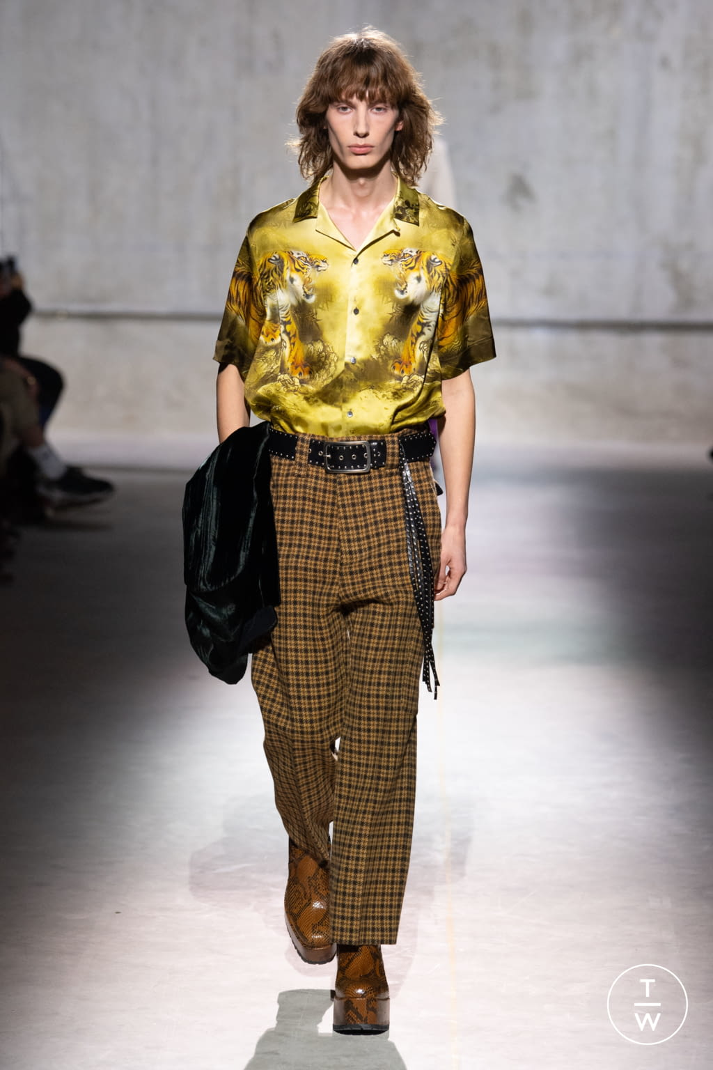 Fashion Week Paris Fall/Winter 2020 look 16 from the Dries Van Noten collection menswear