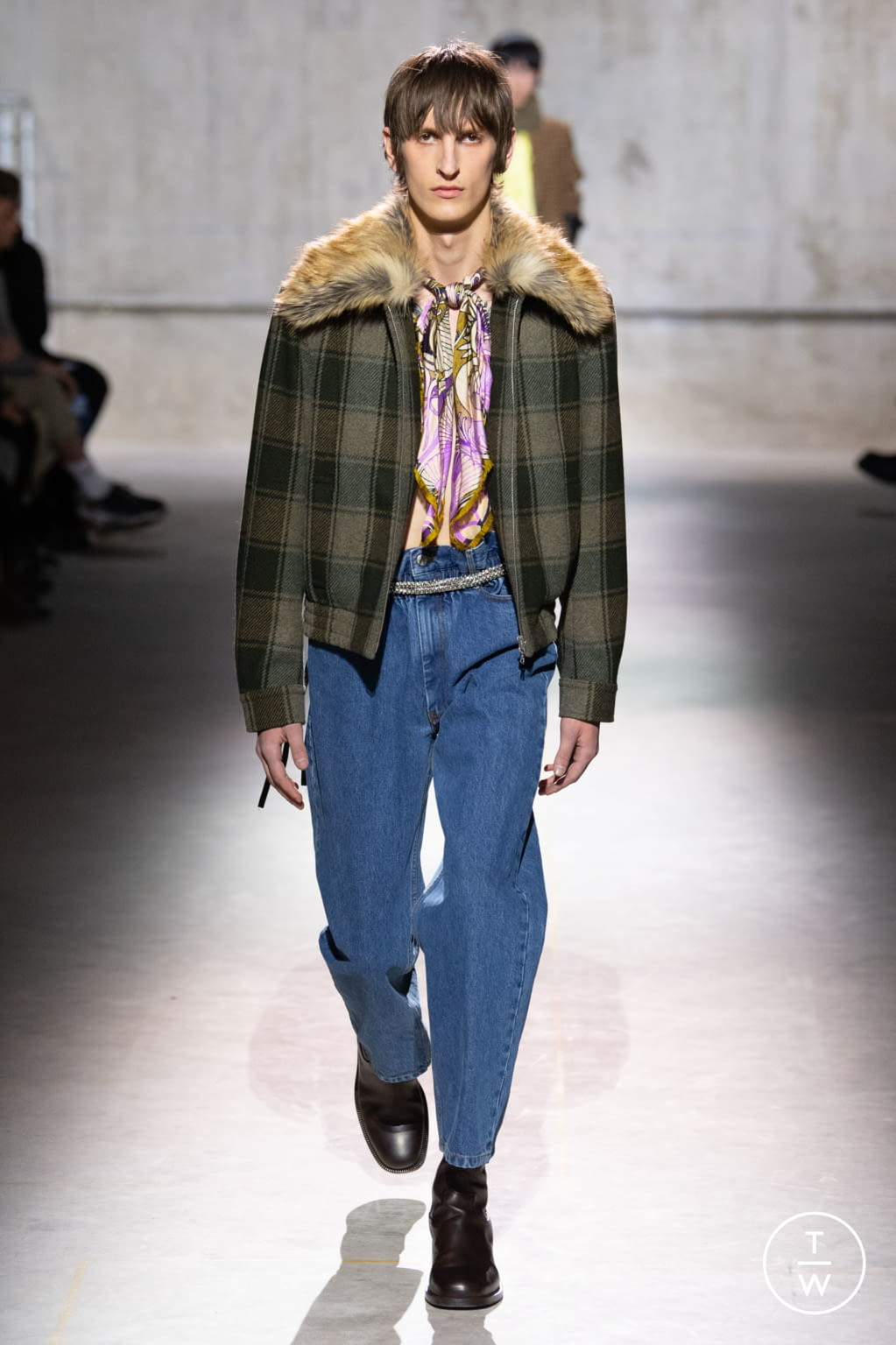 Fashion Week Paris Fall/Winter 2020 look 17 from the Dries Van Noten collection menswear