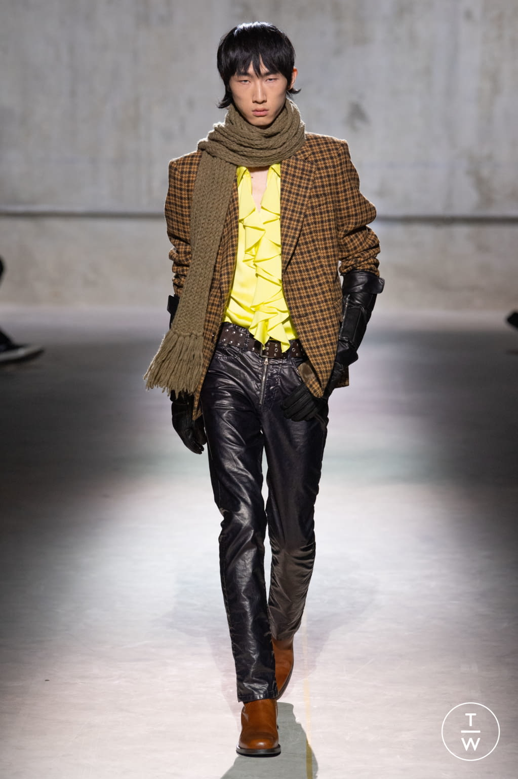 Fashion Week Paris Fall/Winter 2020 look 18 from the Dries Van Noten collection menswear