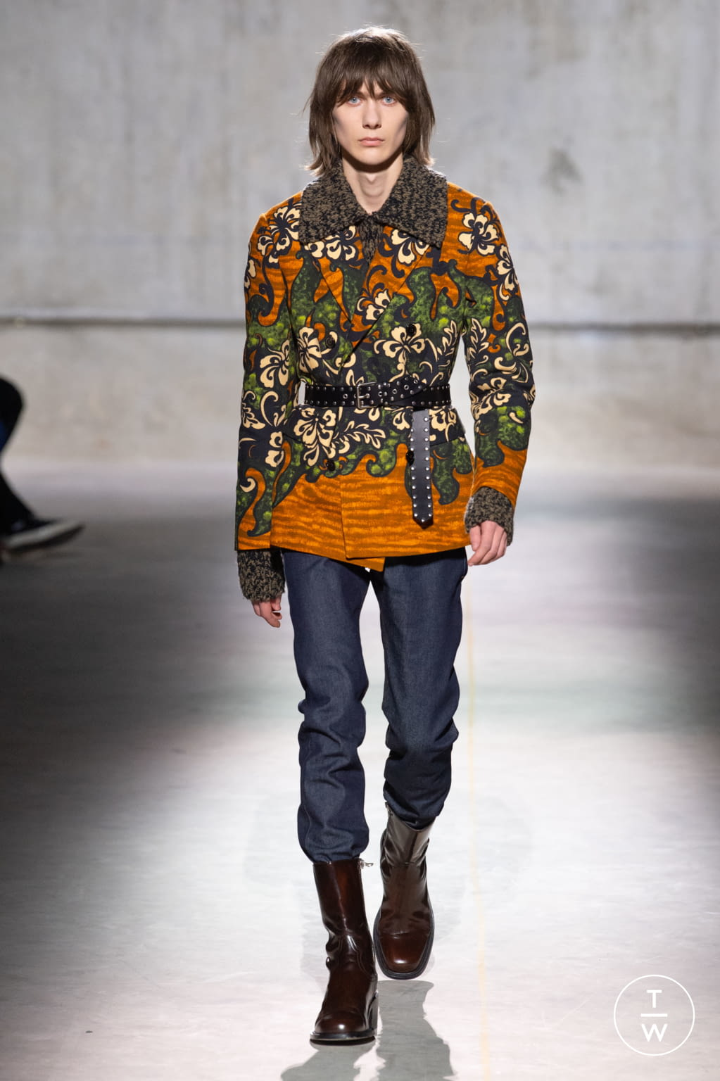 Fashion Week Paris Fall/Winter 2020 look 19 from the Dries Van Noten collection menswear