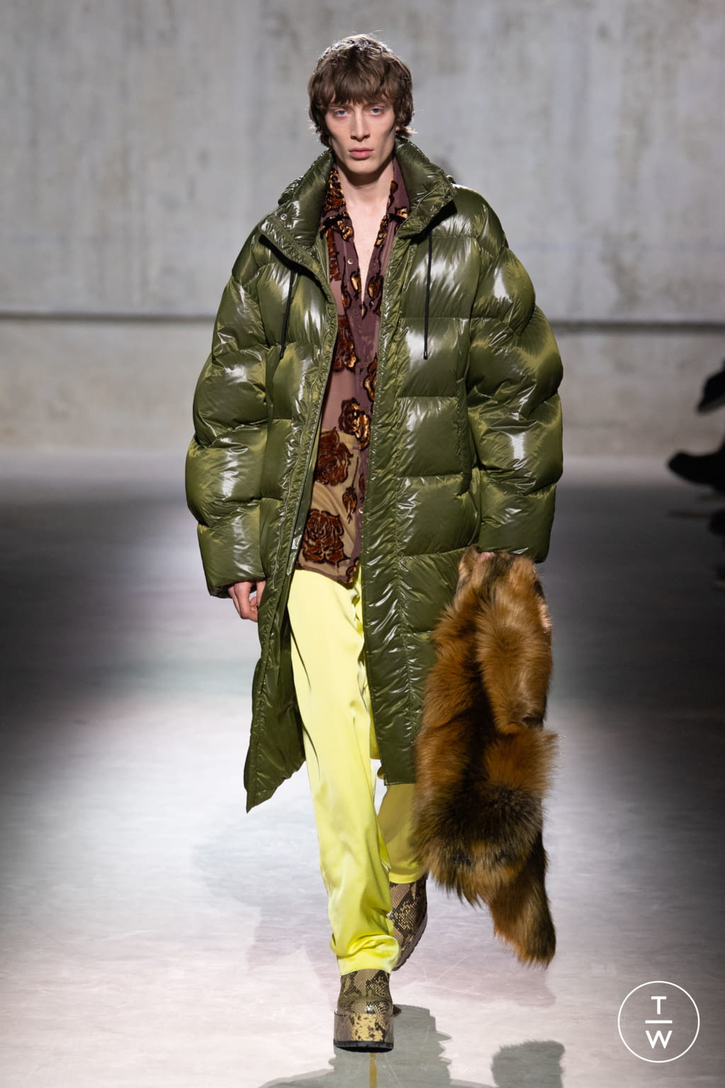 Fashion Week Paris Fall/Winter 2020 look 21 from the Dries Van Noten collection menswear