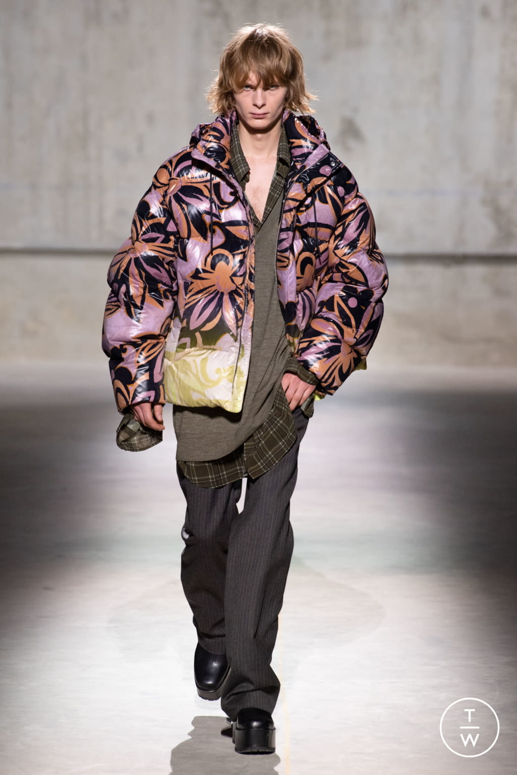 Fashion Week Paris Fall/Winter 2020 look 22 from the Dries Van Noten collection menswear