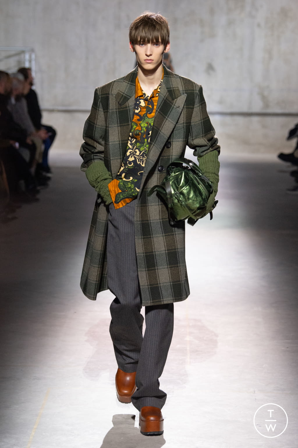 Fashion Week Paris Fall/Winter 2020 look 25 from the Dries Van Noten collection menswear