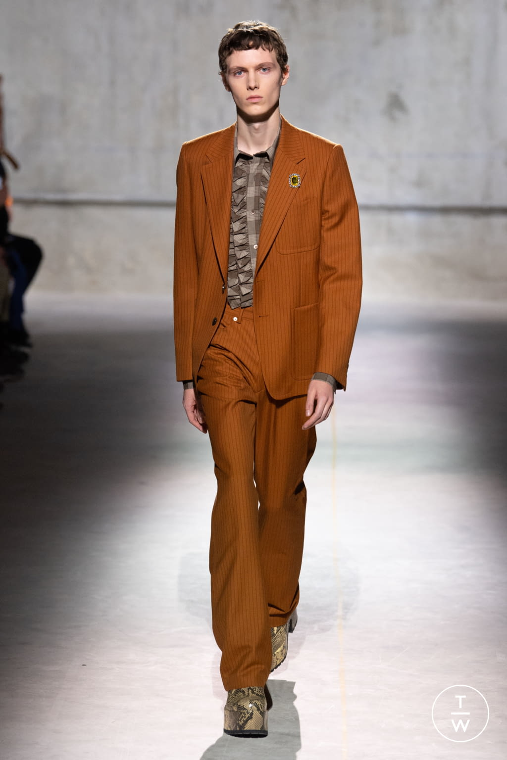 Fashion Week Paris Fall/Winter 2020 look 27 from the Dries Van Noten collection menswear