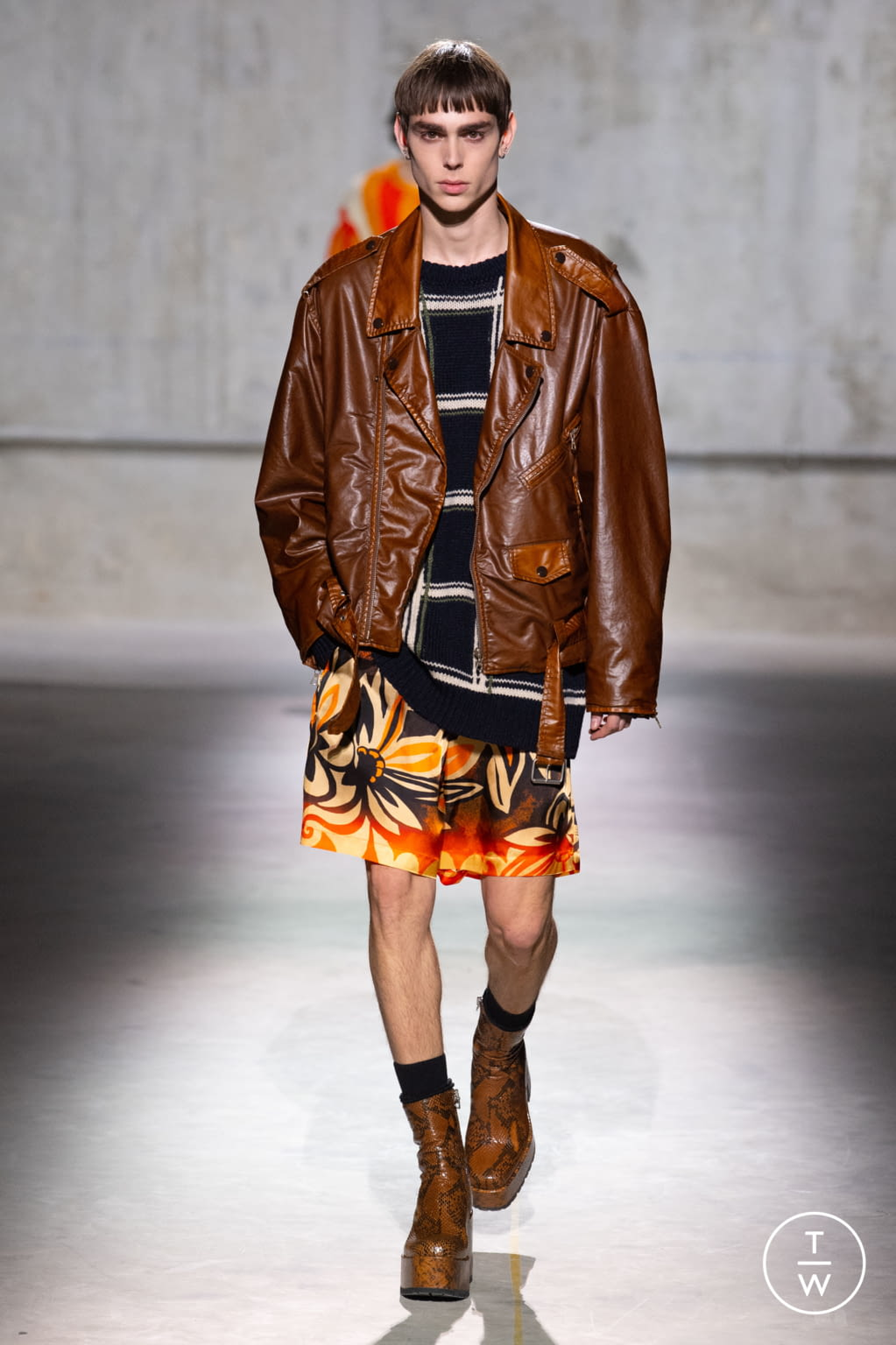 Fashion Week Paris Fall/Winter 2020 look 28 from the Dries Van Noten collection 男装