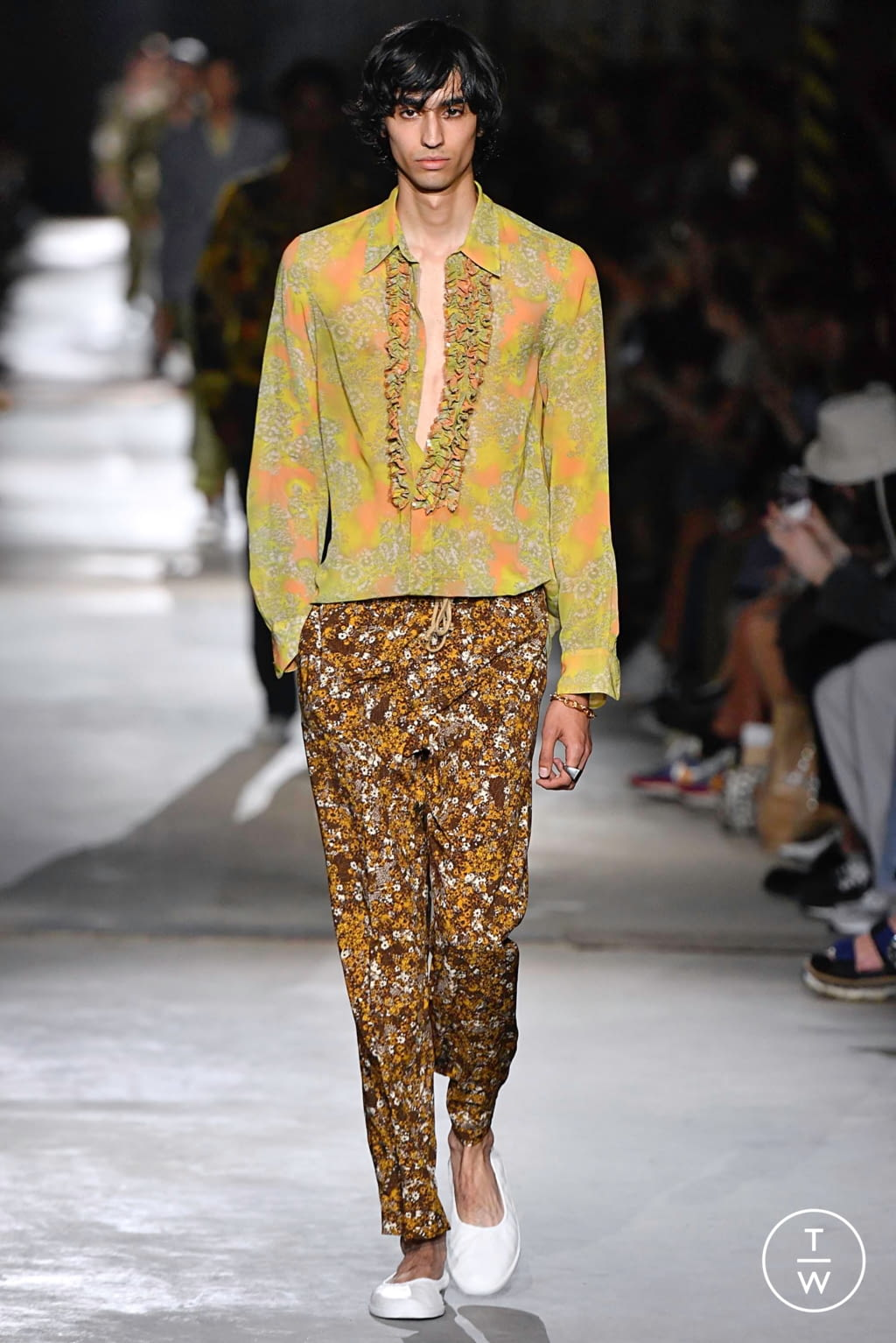 Fashion Week Paris Spring/Summer 2020 look 14 from the Dries Van Noten collection menswear