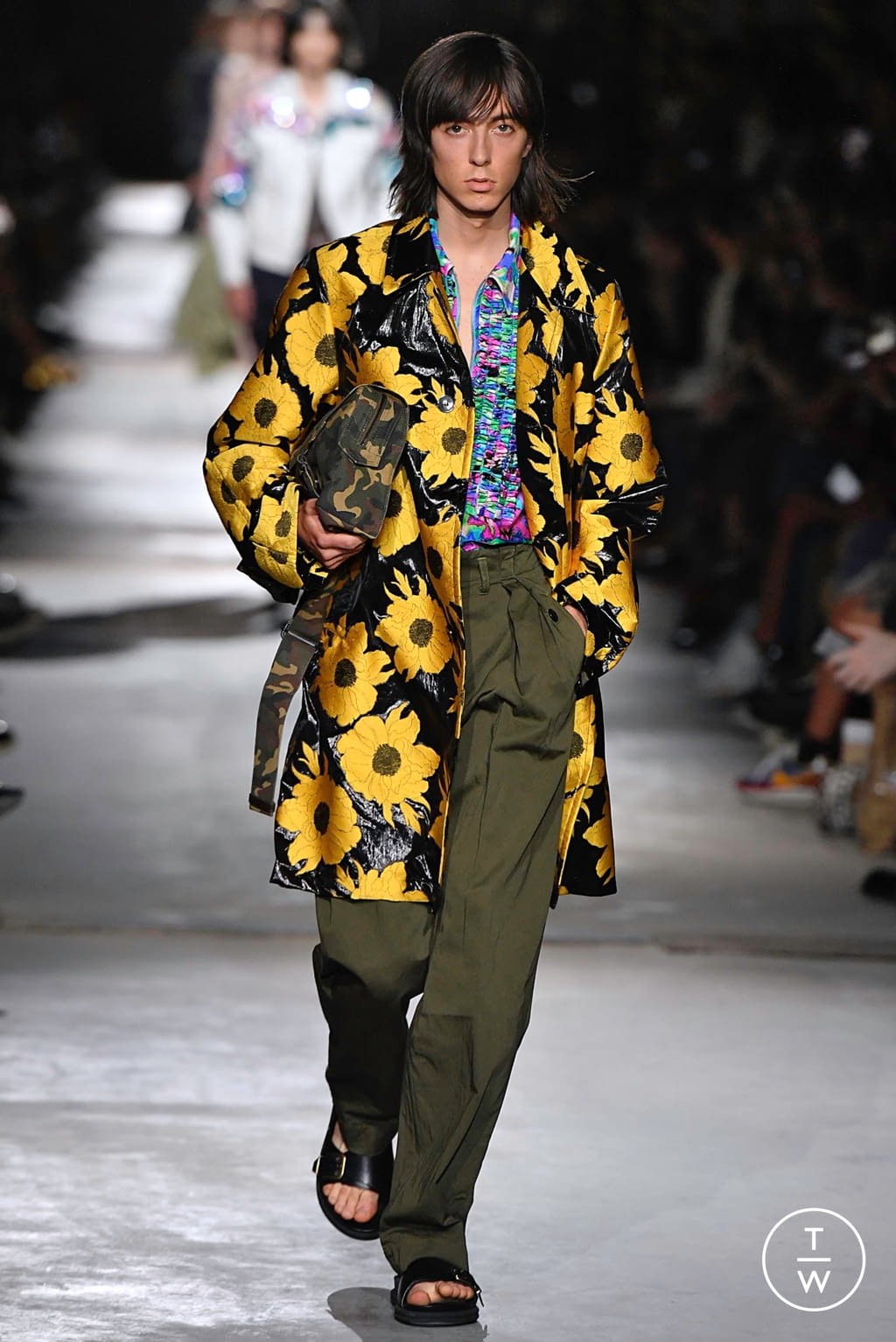 Fashion Week Paris Spring/Summer 2020 look 24 from the Dries Van Noten collection menswear