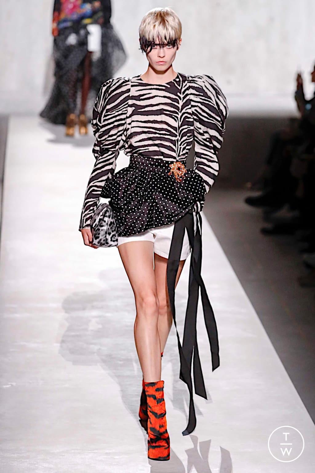 Fashion Week Paris Spring/Summer 2020 look 14 from the Dries Van Noten collection womenswear