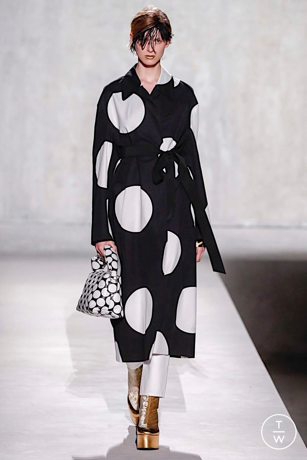 Fashion Week Paris Spring/Summer 2020 look 20 from the Dries Van Noten collection womenswear